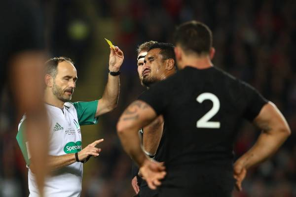 Jerome Kaino was sent to the sin bin for 10 minutes.