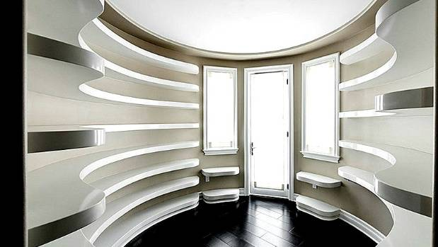 Not sure what this room is for? Wonder no more: it's purpose-built for displaying designer handbags and fabulous shoes, ...