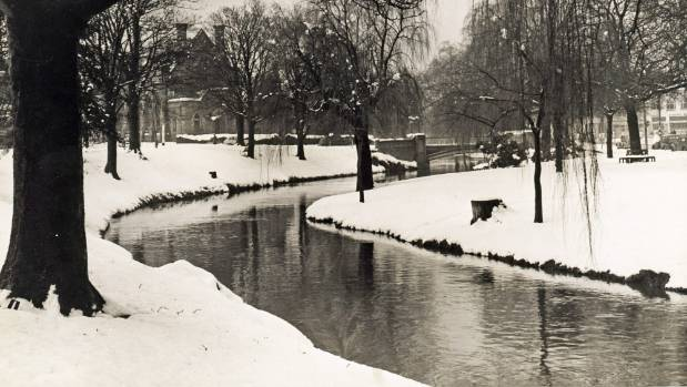 The Avon River banks covered in snow in Christchurch on July 19, 1945.