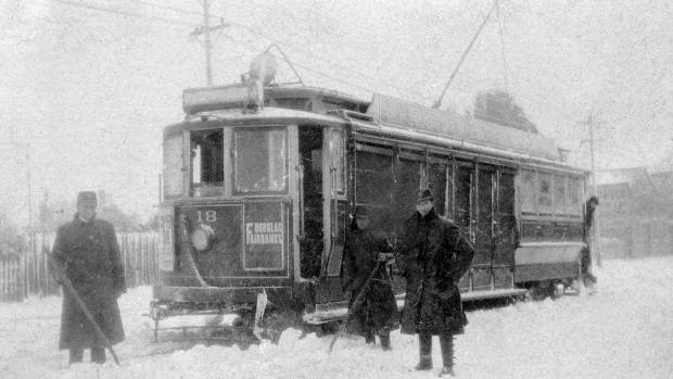 A snow storm in Christchurch city in 1918 stopped the trams from working.