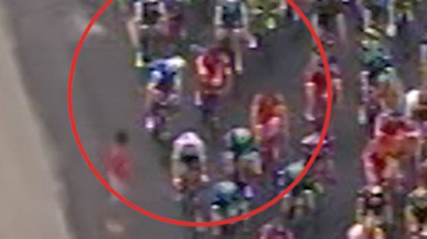 Kiwi Jack Bauer punched by fellow rider during Tour de France