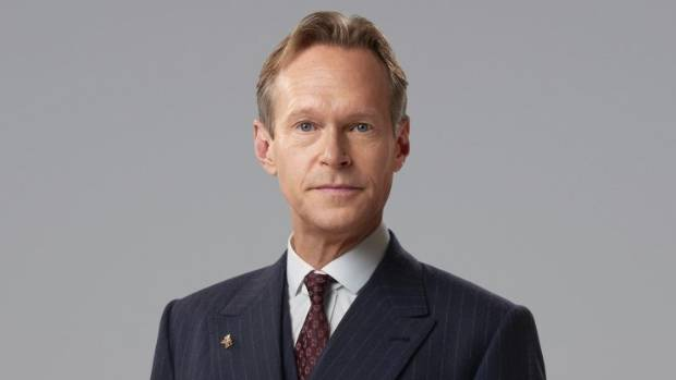 Hotel manager Richard Garland (Steven Mackintosh).