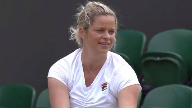 Clijsters gets crowd involved in hilarious Wimbledon moment