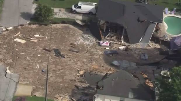 Growing sinkhole forces evacuation of homes