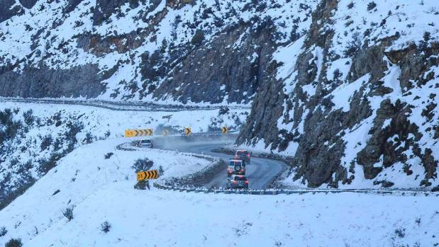 A snowy Porters Pass could cause problems for motorists on Monday as a fast-moving front moves through the region.