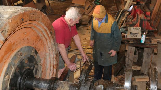 Hauraki Prospectors Association vice president Nelson Valiant, left, and member Eric Montefort are hard at work.