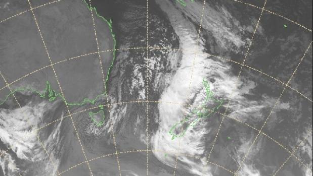Very deep low centred near Banks Peninsula, heavy rain continues further south