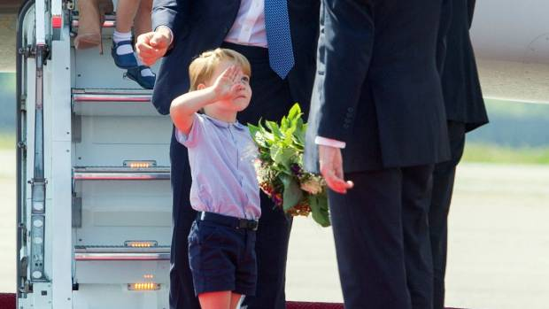 Princess Charlotte performs her first curtsey. Nails it