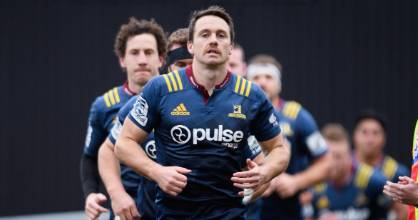 The Highlanders are expected to make it to Christchurch in time for their quarterfinal despite suffering flight delays ...