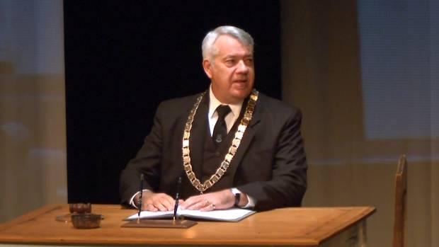 Nicolas Wells as Mayor John Fow.