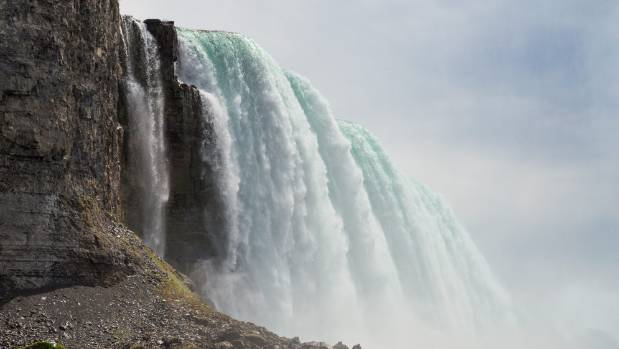 Investigators looking into dark, smelly water at Niagara Falls