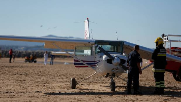 Emergency plane landing kills 2 on Portuguese beach