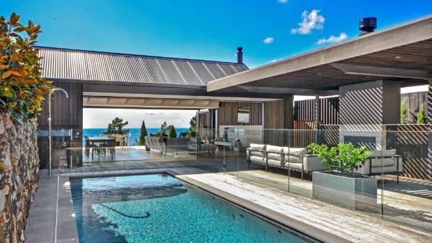Waiheke Island house turns heads to win Master Builders awards