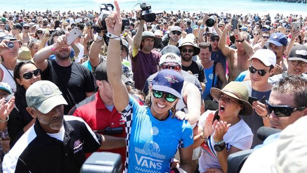 American Sage Erickson won the Vans US Open of Surfing, giving Paige Hareb's qualification bid a boost.