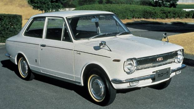 Many Kiwis still use steering techniques more suited to the pre-power-steering era. Nice Corolla though!