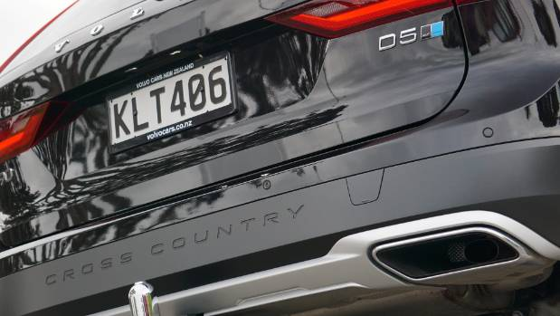 Volvo V90 Cross Country Sends The Xc90 Back To Old