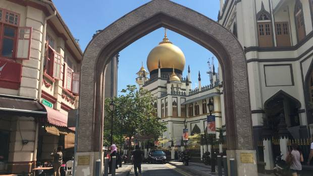 The Sultan Mosque dominates the neighbourhood of Kampong Glam.