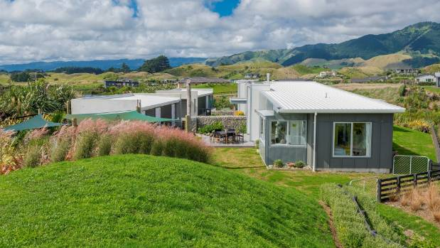 This new house on the Kapiti Coast was built by S & J Mackay Builders. It won four regional awards, including the 2017 ...