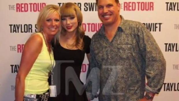 A photo the TMZ obtained appears to show the moment Taylor Swift says she was grabbed by David Mueller.