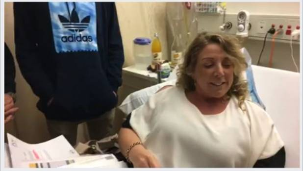 Sarah Cox says she had every right to criticise Tauranga Hospital while being treated there for a broken leg.