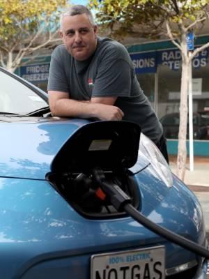 18082017 News. CAMERON BURNELL/FAIRFAX NZ.  Wellingtonian Nathan Murrell has driven his Nissan Leaf around Wellington ...