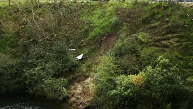 Car and trailer plunge into Waikato River at Cambridge
