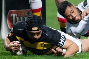 Charlie Ngatai scores for Taranaki against Waikato.