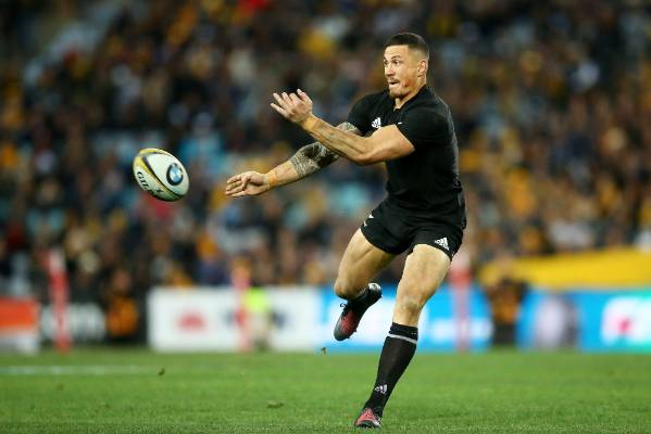 Sonny Bill Williams looks to find an All Blacks team-mate.