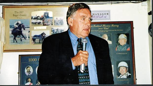 Colin Meads in Thames during his 2002 book tour.