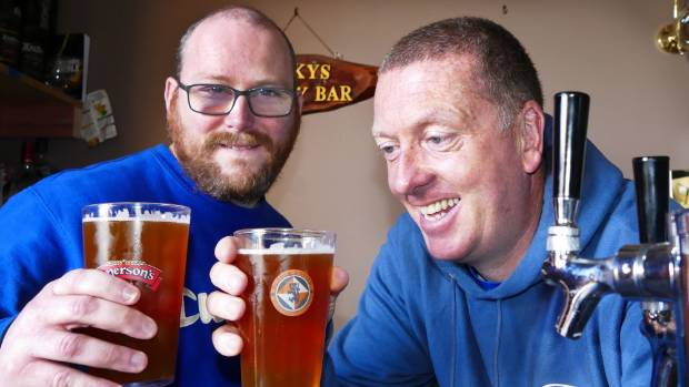 Hop 'n' Vine organisers Chris Montgomery and Kevin Dowie announce a contract brewing deal that will see Hop'n'Vine ...