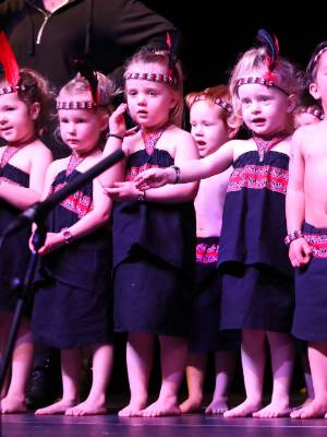 Members of the Otatara Kindy on stage at Polyfest 2017