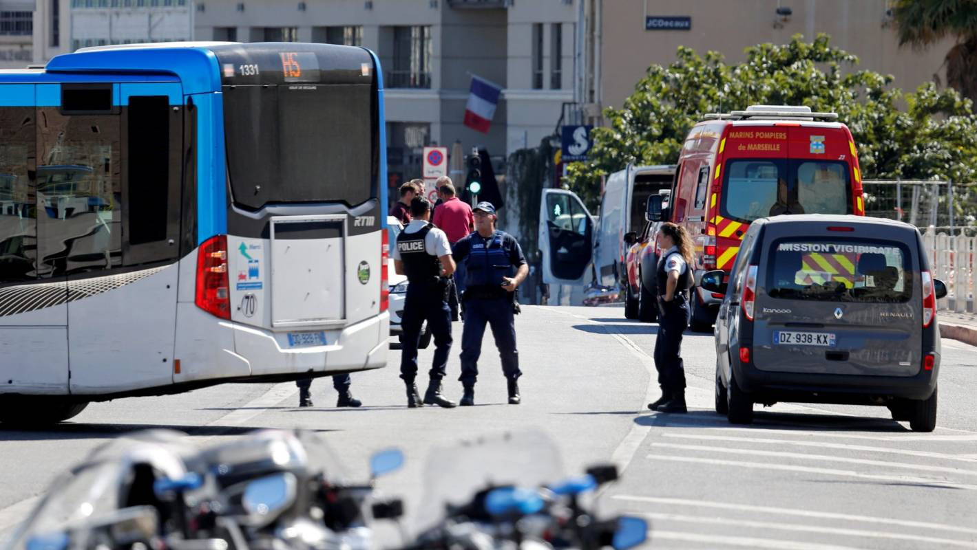 french police rule out terrorism as motive in van 39 s fatal bus stop hits. Black Bedroom Furniture Sets. Home Design Ideas