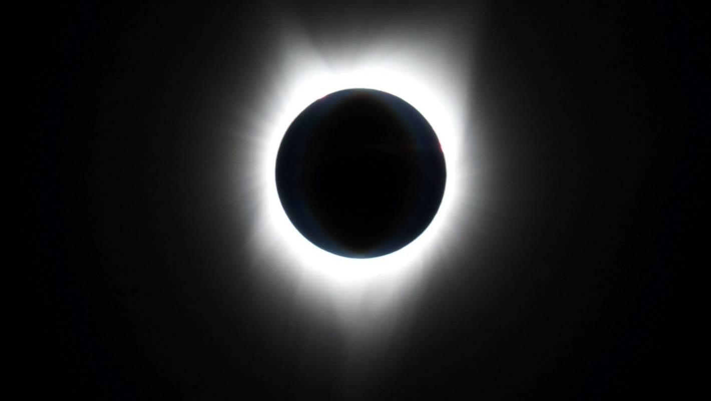 Flight Gives Passengers A Closer Look At Eclipse Stuff Co Nz