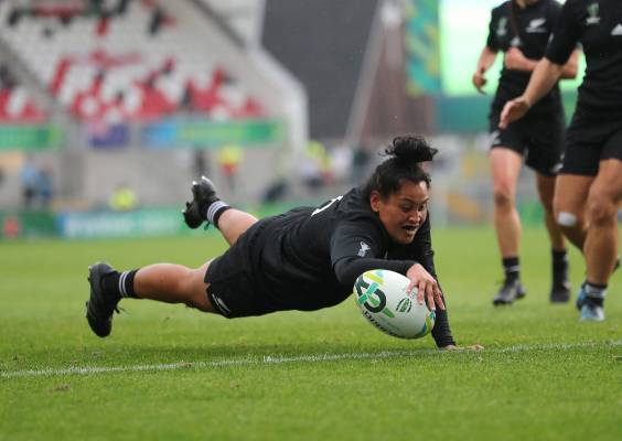 Black Ferns forward Te Kura Ngata Aerengamate dots down in the Women's Rugby World Cup semifinal.