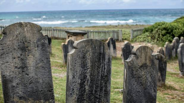 Cemetery Bay contains graves that date from the first British settlement (1788-1814) on the island.