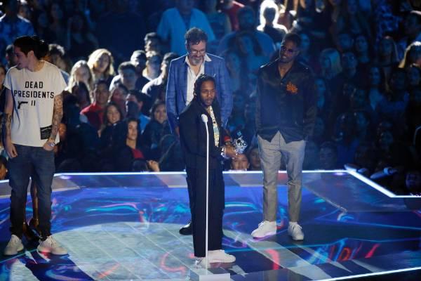 "Kendrick Lamar accepts the Best Hip Hop award for ""HUMBLE""."