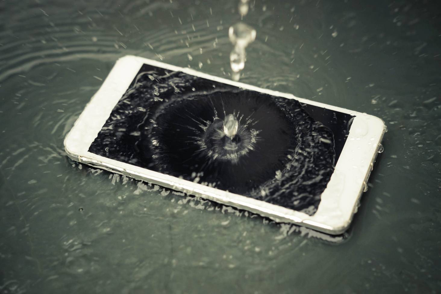 Your Smartphone Got Wet Heres What Not To Do First Waterproof Mobile Phone Circuit Boards