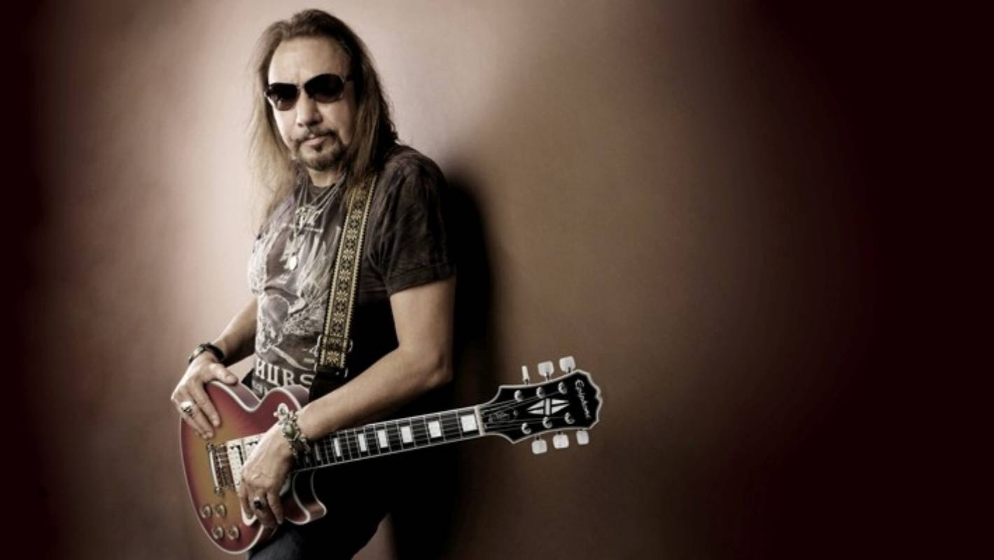 no more rock 39 n 39 roll founding kiss guitarist ace frehley holds nothing back. Black Bedroom Furniture Sets. Home Design Ideas