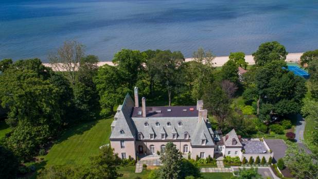 The property has access to 119 metres of private beach on the Long Island Sound.