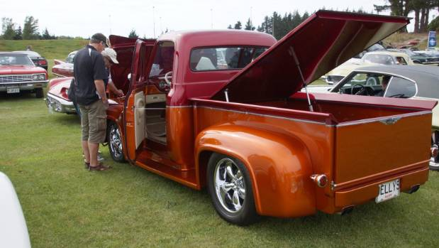 The truck, owned by Christchurch man Kevin Jellyman, is painted in two-tone wineberry and sunset gold.