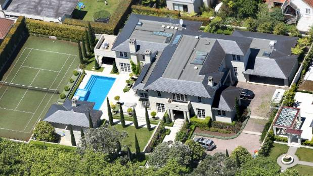Sir john key 39 s sprawling parnell mansion sold for 20m for Gallagher swimming pool hamilton