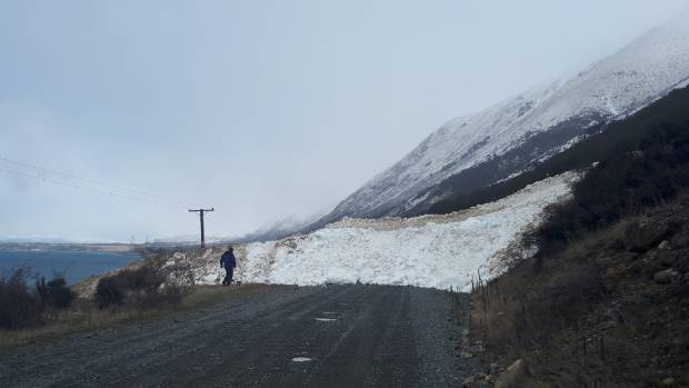 An avalanche, estimated to be 4 metres tall and 15 metres wide, has trapped a family in a lodge near Lake Ohau.