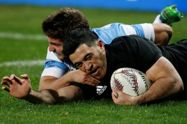 Nehe Milner-Skudder scores a try as Argentina's Santiago Cordero attempts to tackle.