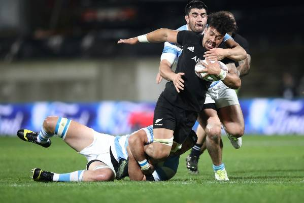 Ardie Savea of the All Blacks tries to fend off a tackle.
