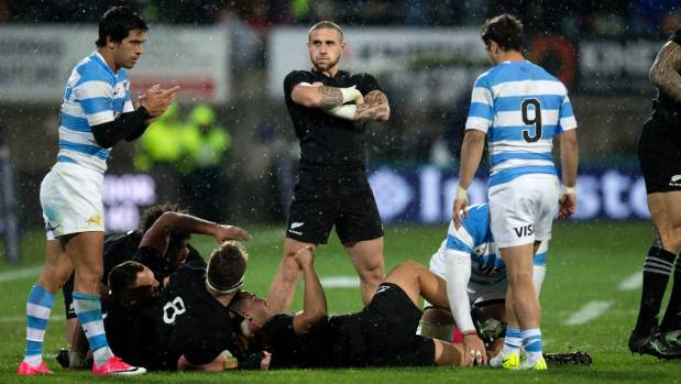 All Blacks late flourish floors Pumas