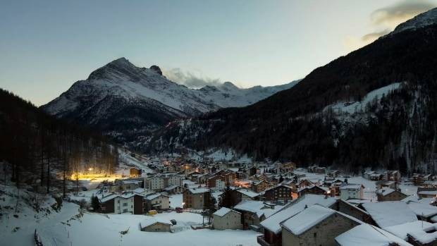 Hundreds evacuated in Swiss Alps over Trift glacier avalanche threat