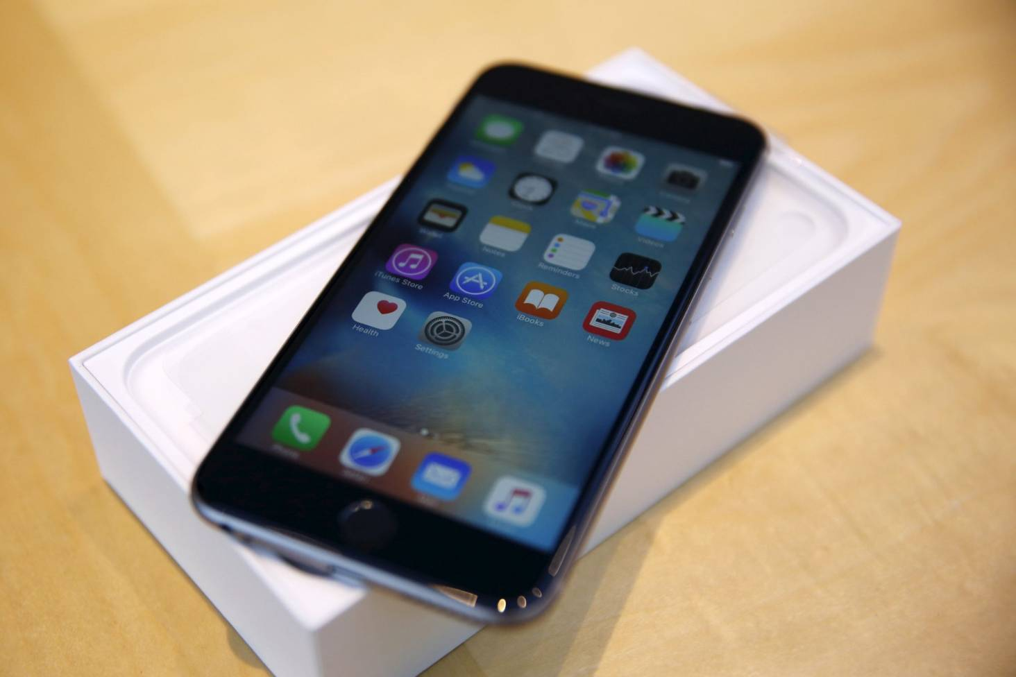 10 Reasons To Buy An Iphone 6s Instead Of 8 64gb Gold Grey Silver