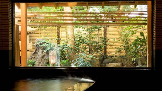 Mikuniya Dan - Big bath with garden view.