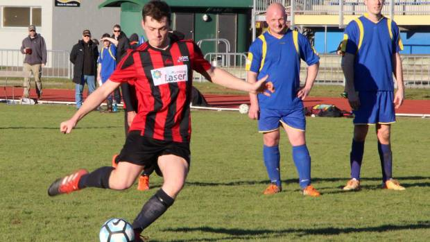 Southland United player Ben Rea was available for Gore Wanderers and showed here how to score from the penalty spot ...