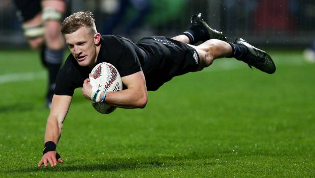 Damian McKenzie scores a try which was later disallowed against Argentina.